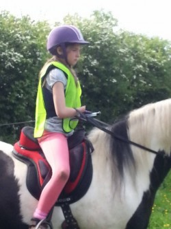 Lucy riding with one functional hand using Alice Reins